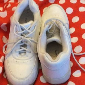 White leather sport shoes, 7.5 N